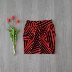 Červená sukňa s čiernymi pásikmi Stradivarius