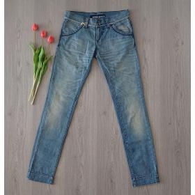 Svetlo modré dámske džínsy...